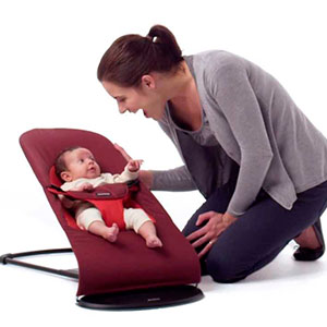 baby playing with mum in baby bouncer -babybjorn bouncer balance soft - best baby bouncer
